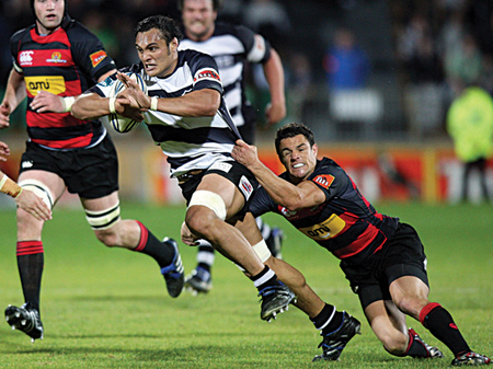 George Naoupu, starring for Hawke's Bay against Daniel Carter in the Air New Zealand Cup, is expected to join Connacht.